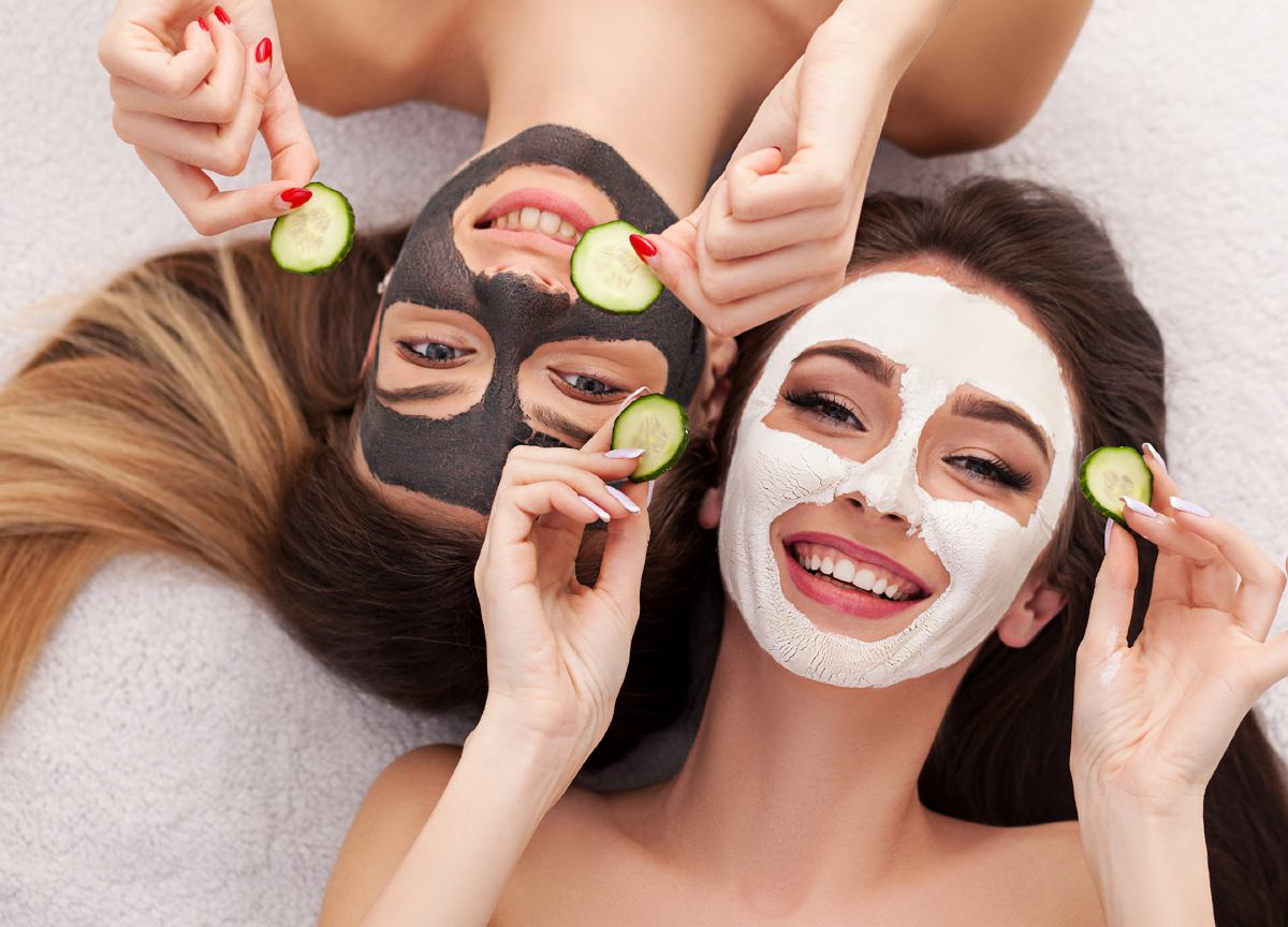 Ricette fatte in casa maschere facciali relative all'attività di pulizia, idratante e nutriente